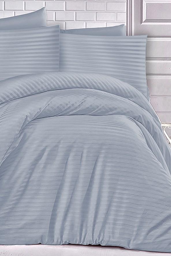 Lenjerie de pat din satin albastru deschis